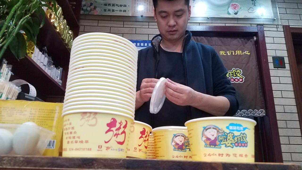 500万彩票网官网首页:暖!风雪里沈阳姑娘订50碗小米粥送环卫工
