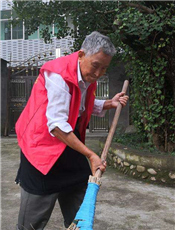 开化县苏庄镇茗富村党员志愿者王天养 耄耋之年请缨清洁家园