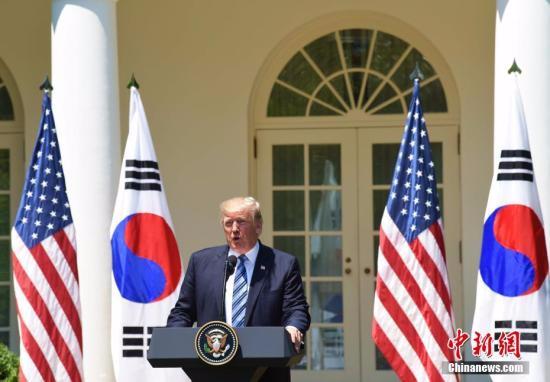 当地时间6月30日,美国总统特朗普在白宫会见韩国总统文在寅,并出席联合记者会。图为特朗普在联合记者会上发表讲话。<a target='_blank' href='http://www.chinanews.com/'></table>中新社</a>记者 刁海洋 摄