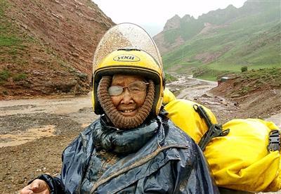 17天5000公里:儿子带84岁母亲骑车游西藏