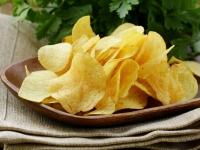 """土豆歉收导致日本""""薯片荒"""" 薯片价格暴涨 一包卖到80元"""