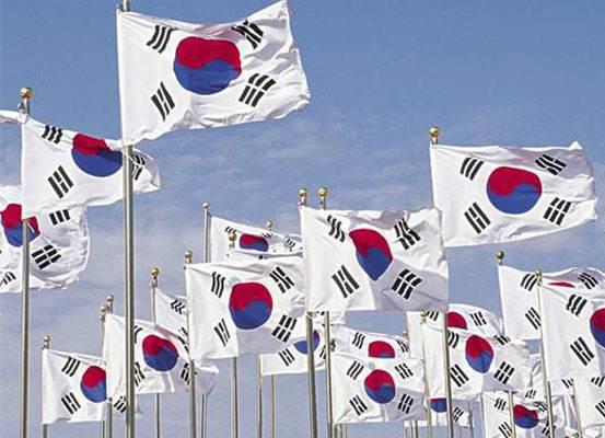 """韩国总统大选""""两强相争"""" 文在寅民调大幅领先安哲秀难翻身"""