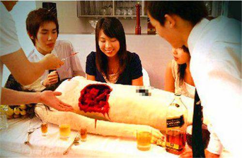 尸体解剖_这是位于日本东京的一家餐厅,每个食客都是尸体解剖员.
