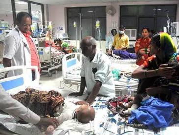 """一个月内200多名儿童死亡 印度医院""""病灶""""在哪?"""